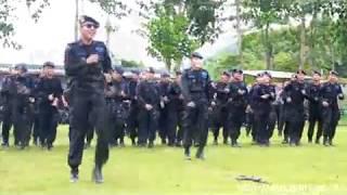 getlinkyoutube.com-Brimob Ledakkan Senjata Saat Goyang Dumang