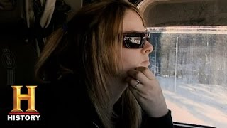 getlinkyoutube.com-Ice Road Truckers: Lisa Almost Falls Through the Ice (S9, E4) | History