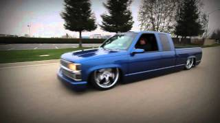 Chevy Silverado laying body on 22's