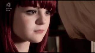 getlinkyoutube.com-Skins - Naomi and Emily (First kiss)