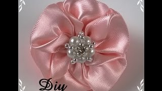 getlinkyoutube.com-DIY - Flor de fita de cetim \ Flower satin ribbon - DIY