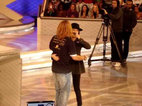 TV Xuxa - Fernanda Paes Leme e Tiago Martins pagando  mico