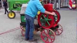 getlinkyoutube.com-Slavia stationaire motor (stationary engine) starten tijdens Wheels Geleen 2013