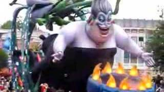 getlinkyoutube.com-URSULA Float in Disneyland Parade of Dreams