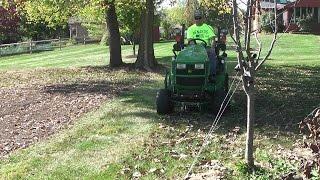 getlinkyoutube.com-John Deere 1025R / 1023E 54D/60D Mulch Kit vs. Leaves