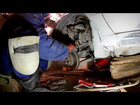 Как снять гранаты, полуоси на автомобиле Nissan Sunny