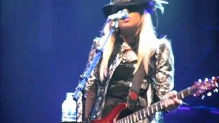 getlinkyoutube.com-Orianthi - Give Into Me (Live at Adelaide Entertainment Centre) - YouTube.flv