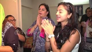 getlinkyoutube.com-Helly Shah attends Namish Taneja's Ganpati Aarti and dances in the visarjan..
