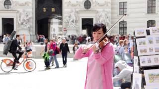 getlinkyoutube.com-[플래시몹]  한국 플래시몹 공연 아리랑 비엔나 미햐엘광장 // Korean Flashmob performing Arirang @ Michaelerplatz in Vienna