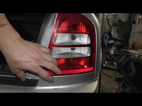 Как снять ресничку заднего фонаря на Skoda Octavia Tour A4