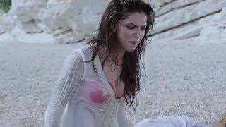 getlinkyoutube.com-Bollywood actress gets wet on the beach