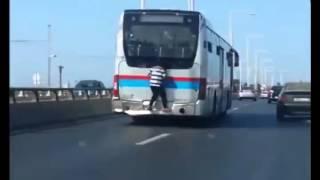 getlinkyoutube.com-طفل يسافر من الرباط إلى سلا متمسكا بحافلة للركاب