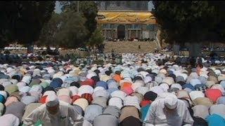 حضور دهها هزار فلسطینی در مسجد الاقصا