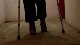 Learning to walk with two casted legs and crutches