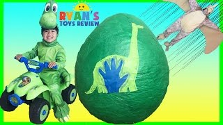 getlinkyoutube.com-GIANT EGG SURPRISE OPENING The Good Dinosaur movie Disney Toys World Biggest Surprise Egg Kids Video