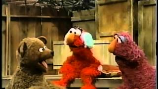 getlinkyoutube.com-Sesame Street - Elmo Gets a Boo Boo