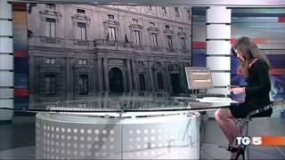 getlinkyoutube.com-Ведущая забыла, что сидит за прозрачным столом