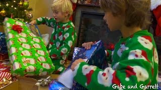 getlinkyoutube.com-Christmas Morning 2014 - Gabe and Garrett Opening Presents!