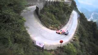 getlinkyoutube.com-Red Bull China monta la mundial en Tianmenshan Mountain