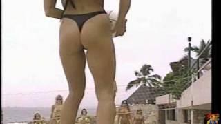 getlinkyoutube.com-1990's Bikini models having fun