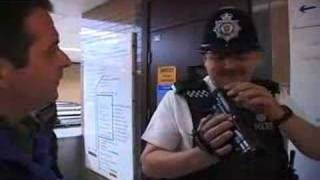 getlinkyoutube.com-Police surveilance squad meets a comedian