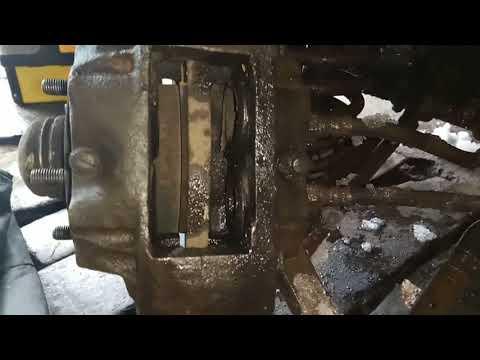 Замена тормозных колодок москвич 2140/Replacing brake pads Muscovite 2140