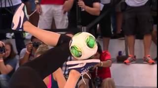 getlinkyoutube.com-Dünyanın En İyi Kadın Futbolcusu Melody | Freestyle