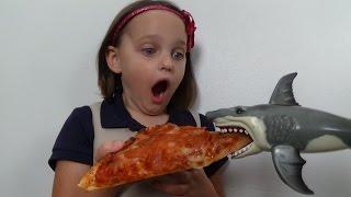 "getlinkyoutube.com-Feeding My Pet Shark, Pizza, Ice Cream & Gumballs ""Toy Sharks Video"""