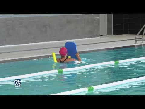 Nado libre y clases en la piscina del Complejo de Sabinillas