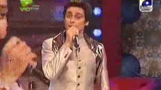getlinkyoutube.com-Sahir Lodhi singing - thora sa pyar hua hai