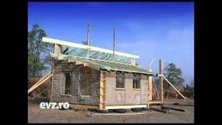 """Fără pic de beton. Case ieftine, din baloţi de paie sau """"bolţari"""" de lut"""