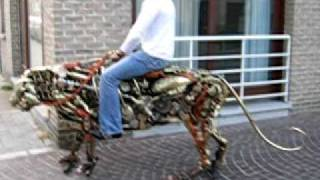 getlinkyoutube.com-Mechanical Tiger in Brugge