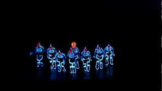 getlinkyoutube.com-Amazing Tron Dance performed by Wrecking Orchestra