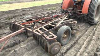 getlinkyoutube.com-plow day with the old tractors part 2