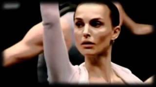 getlinkyoutube.com-Natalie Portman (Nina), Mila Kunis (Lilly) - O Cisne Negro - Love The Way You Lie
