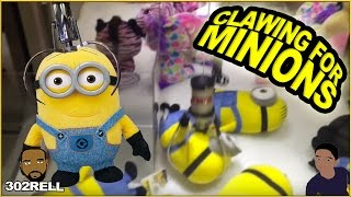 getlinkyoutube.com-Minion Claw Game Crane Machine Arcade Win On Elaut Rigged Payout