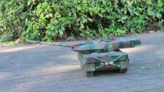 getlinkyoutube.com-タミヤ2A6戦車南公園にて