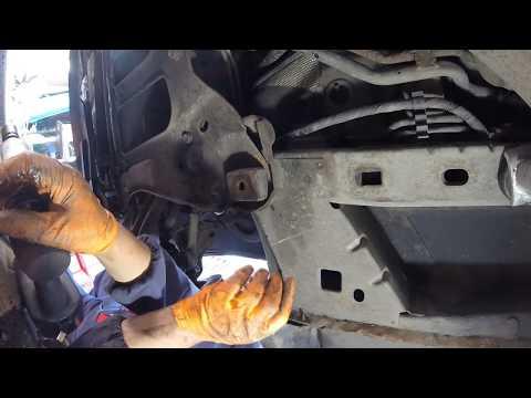 Как снять  нижней рычаг стойки chrysler 2.8 crd \ How to remove the bottom lever of a rack