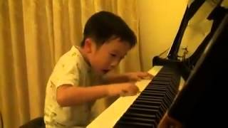 getlinkyoutube.com-将来有望な4才の天才ピアニスト