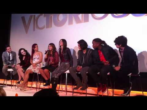 Matt Bennett singing Broken glass in Victorious UK screening