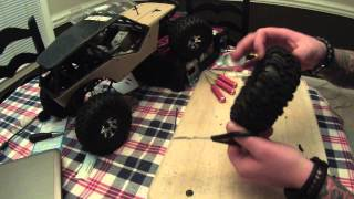 getlinkyoutube.com-How to cut stock tires on Axial Wraith