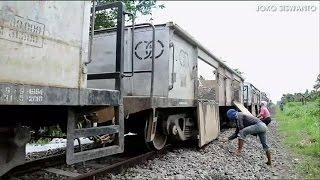 Bongkar Batu Kricak Tebar Batu Ballast dari Stasiun Kertosono Sampai Stasiun Ngunut