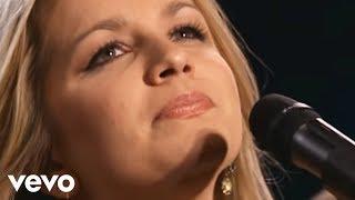getlinkyoutube.com-Bill & Gloria Gaither - Sweet Holy Spirit [Live] ft. The Isaacs