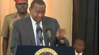 getlinkyoutube.com-Uhuru Kenyatta Drives himself from Statehouse in a Landrover