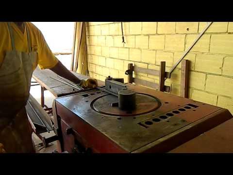 Máquina de Dobrar Ferro - Construtora Filippi