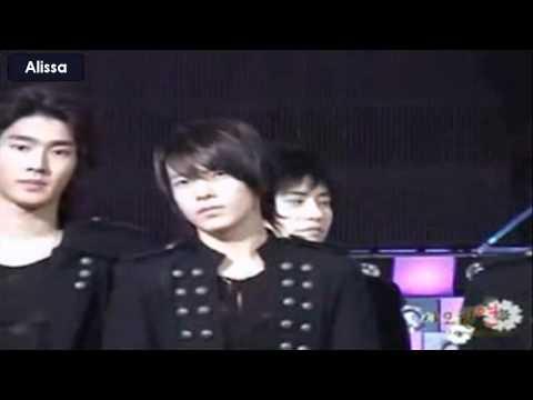 Eunhyuk telling something to Donghae - EunHae pretty cute expressions