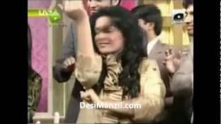 getlinkyoutube.com-Shaista Wahidi Fell down badly during Utho Jago Pakistan ... DesiManzil.com