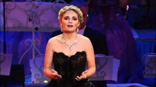 getlinkyoutube.com-Don't Cry For Me Argentina sung by Suzan Erens New York