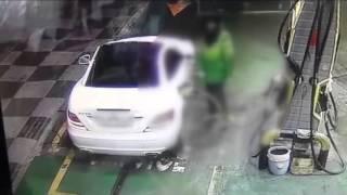 getlinkyoutube.com-셀프주유소에서 갑질한 50대女, CCTV 포착?!