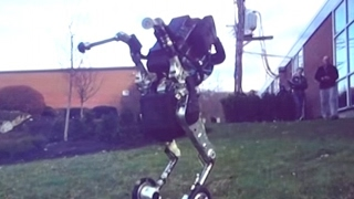 "getlinkyoutube.com-The latest ""nightmare inducing"" Boston Dynamics robots"